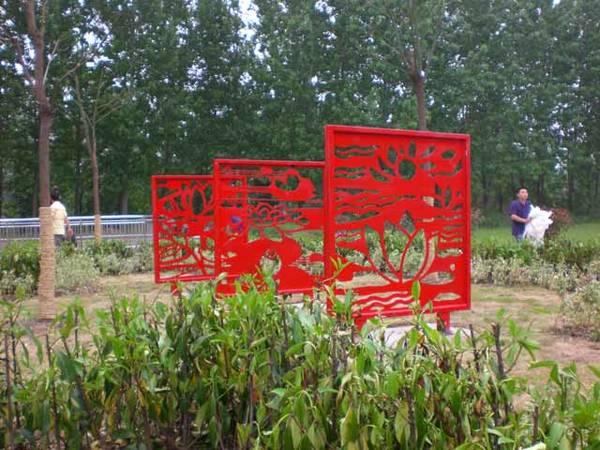濠河公园景观雕塑小品:化蛹为;